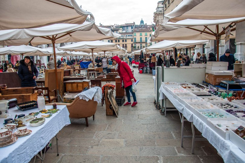 Shopping at the monthly antiques market - Vicenza, Veneto, Italy - www.rossiwrites.com