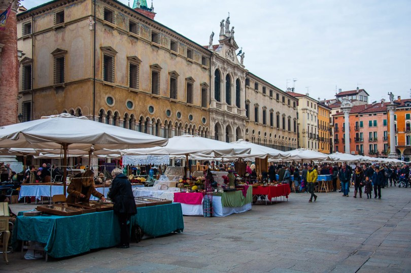 The monthly antiques market - Vicenza, Veneto, Italy - rossiwrites.com