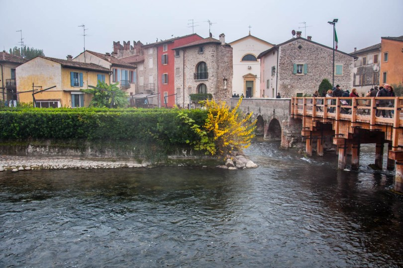 The hamlet seen from the river - Borghetto sul Mincio, Veneto, Italy - www.rossiwrites.com