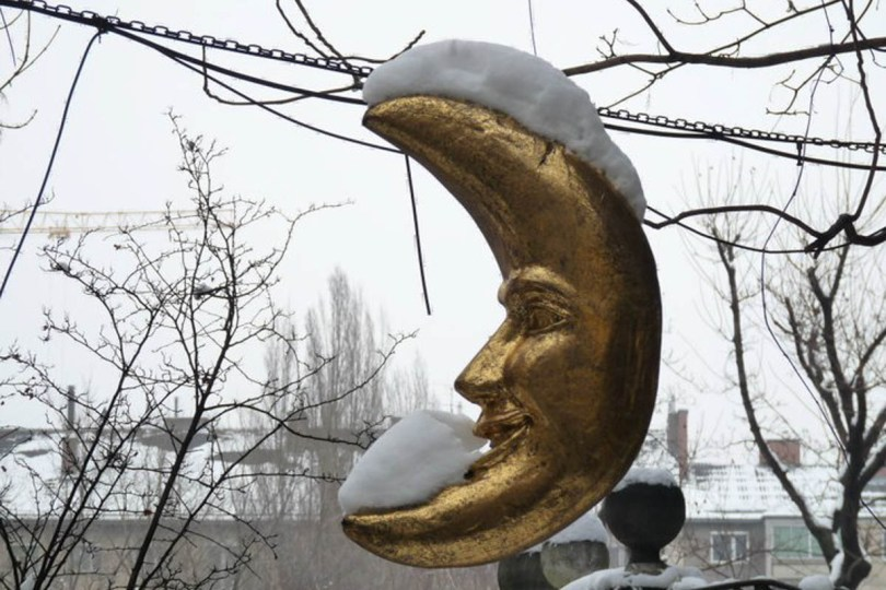 A gold moon covered with snow - Vienna, Austria - www.rossiwrites.com