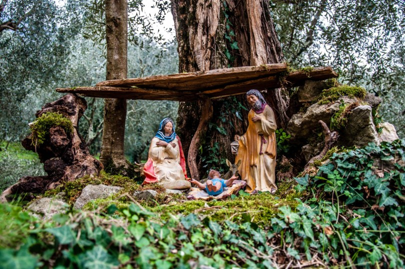 Nativity Scene in the roots of a tree - Campo di Brenzone, Lake Garda, Italy - rossiwrites.com