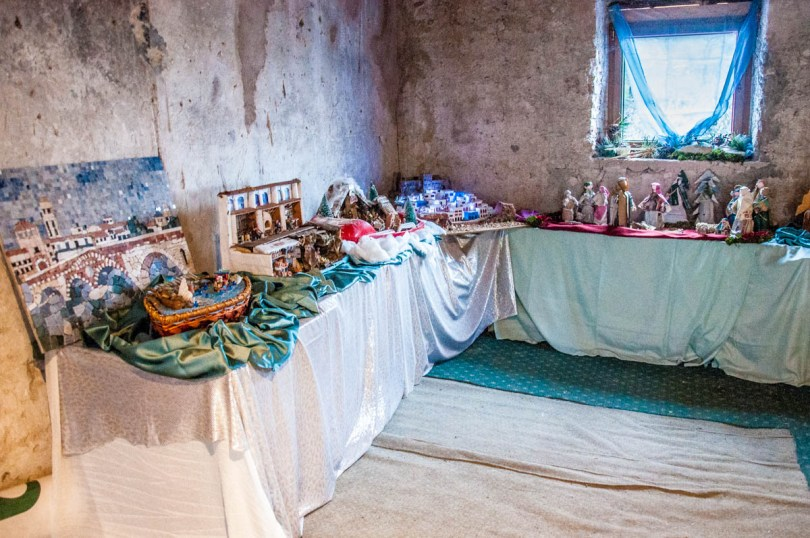 Room in an abandoned house full with Nativity Scenes - Campo di Brenzone, Lake Garda, Italy - www.rossiwrites.com