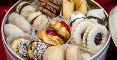 Tin with handmade biscuits - Pasticceria Soraru - Vicenza, Veneto, Italy - www.rossiwrites.com