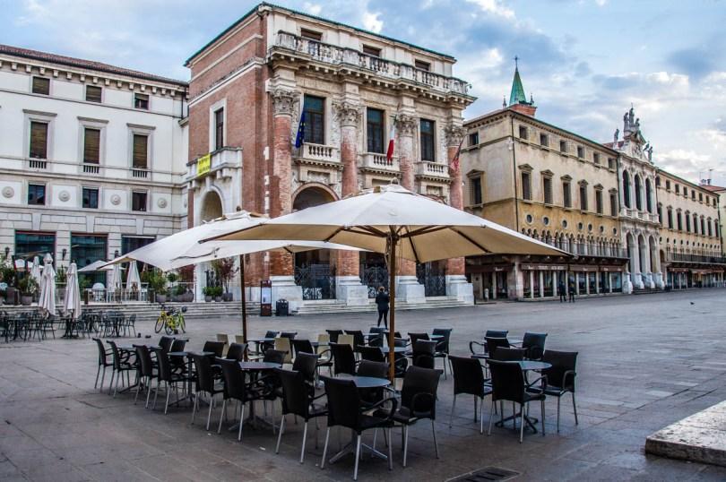 Caffe al fresco - Vicenza, Italy - www.rossiwrites.com
