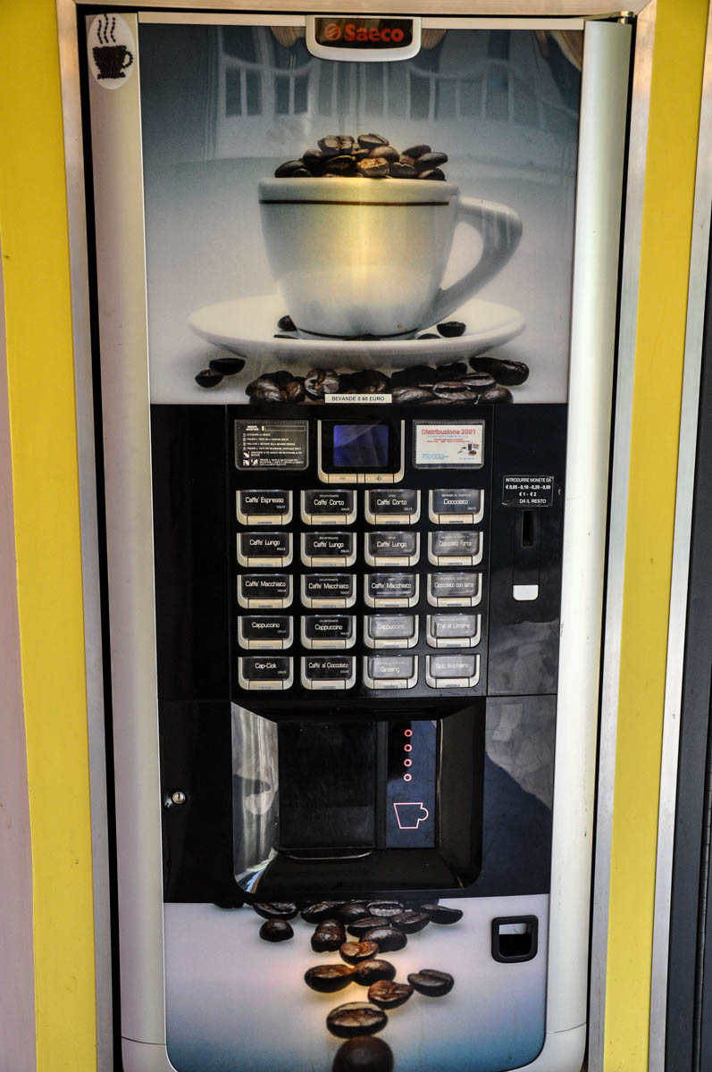 Coffee vending machine - Vicenza, Italy - www.rossiwrites.com