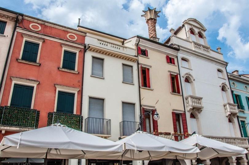 Elegant houses along Via Matteotti - Este, Veneto, Italy - www.rossiwrites.com