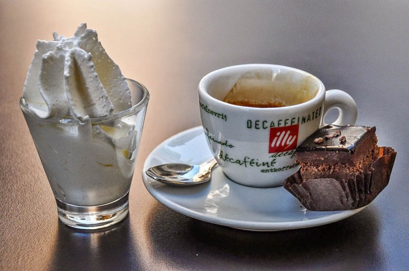 Decaffeinated espresso with whipped cream and a bite-size cake - Vicenza, Italy - rossiwrites.com