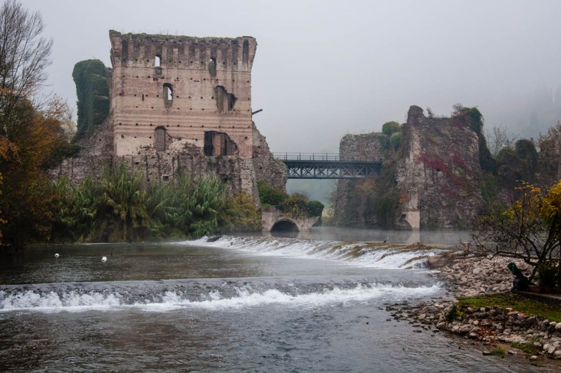 The Visconti Bridge and the River Mincio - Borghetto sul Mincio, Italy - www.rossiwrites.com