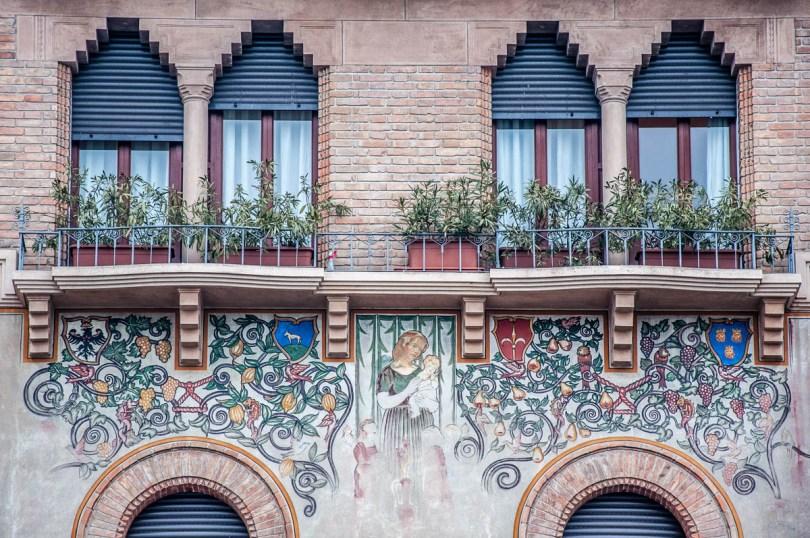 Frescoed facade - Padua, Italy - rossiwrites.com