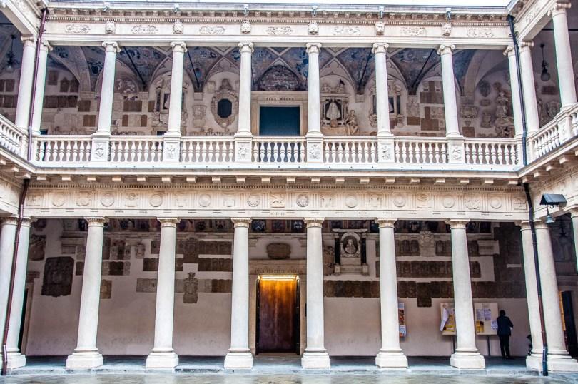 Monumental courtyard - Palazzo Bo - University of Padua - Padua, Veneto, Italy - rossiwrites.com