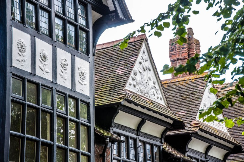 Floral motiffs on old houses - Chester, Cheshire, England - rossiwrites.com