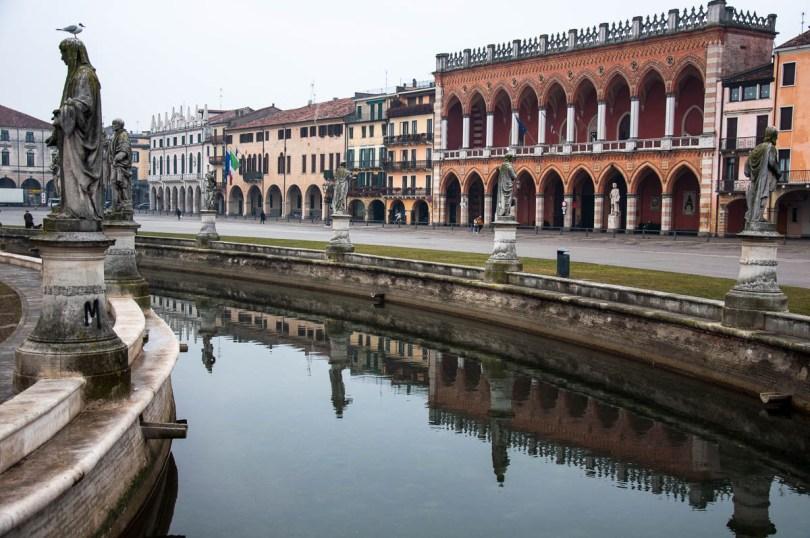 A View of Prato della Valle - Padua, Veneto, Italy - rossiwrites.com
