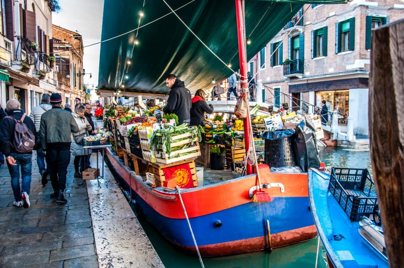 A fruit and veg shop - Venice, Veneto, Italy - rossiwrites.com