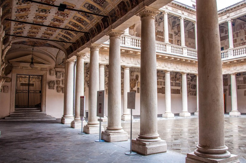 Monumental courtyard - University of Padua - Padua, Veneto, Italy - rossiwrites.com