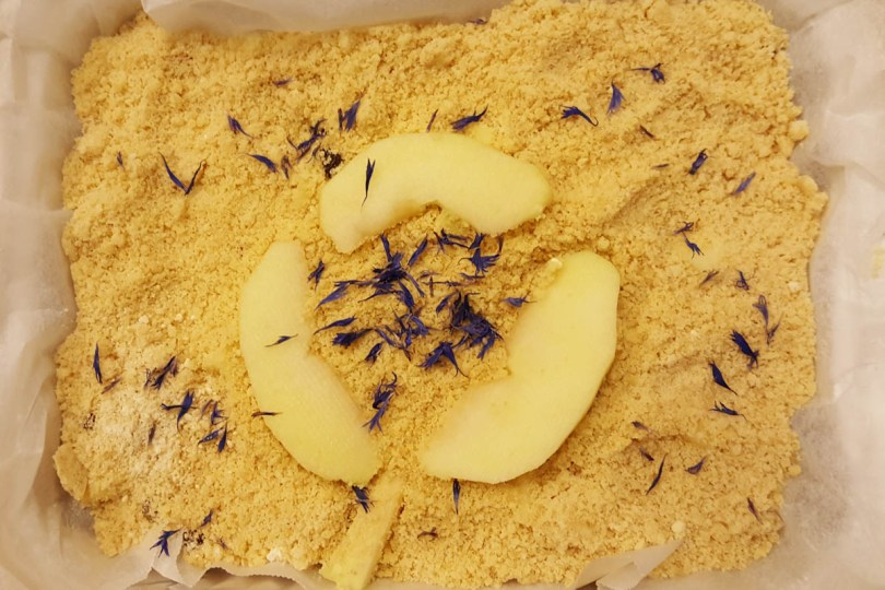 Making traditional apple crumble - Paneveggio - The Violins' Forest - Dolomites, Trentino, Italy - rossiwrites.com