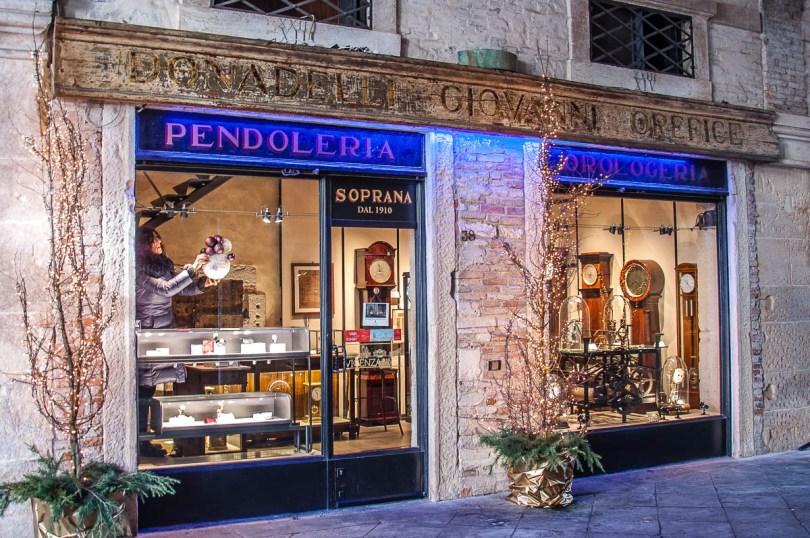 Pendoleria Orologeria Soprana - Vicenza, Italy - rossiwrites.com