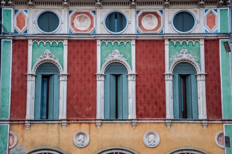A beautiful facade in red, green and yellow - Montagnana, Veneto, Italy - rossiwrites.com
