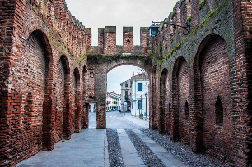 Porta Legnago leading outside of the historic centre - Montagnana, Veneto, Italy - rossiwrites.com