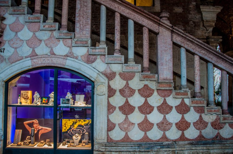 A jewellery window in the Basilica Palladiana - Vicenza, Italy - rossiwrites.com