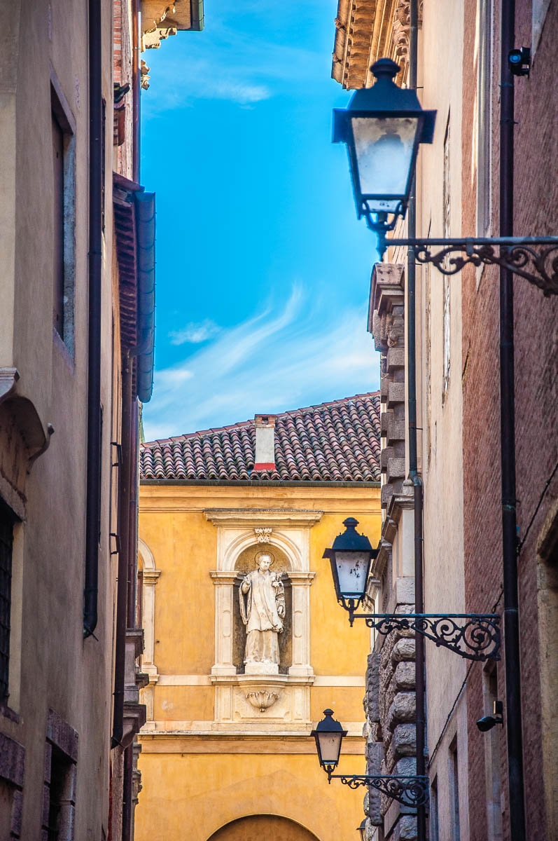 Statue of a saint - Vicenza, Italy - rossiwrites.com