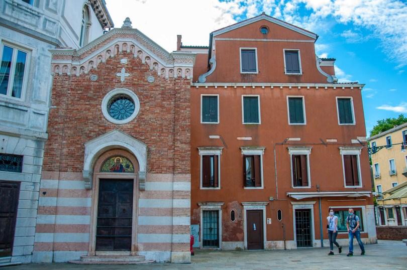 Calle della Chiesa in Dorsoduro - Venice, Italy - rossiwrites.com