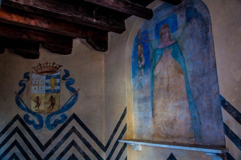 The frescoes inside the Eastern Dovecote - Parco Villa Bolasco - Castelfranco Veneto, Italy - www.rossiwrites.com