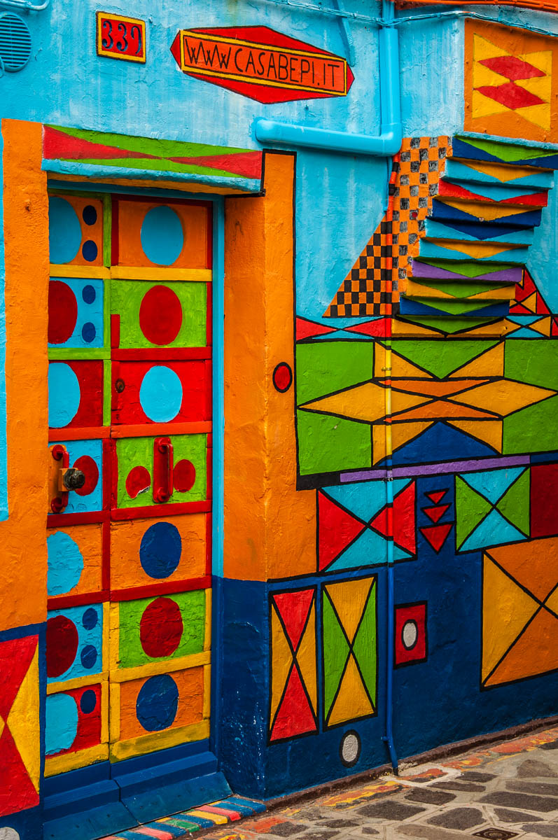 The colourful facade of Bepi's House - Burano, Veneto, Italy - rossiwrites.com