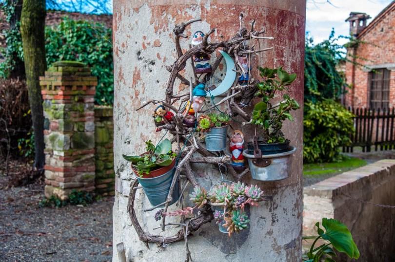 A whimsical plant holder - Grazzano Visconti, Province of Piacenza - Emilia-Romagna, Italy - rossiwrites.com