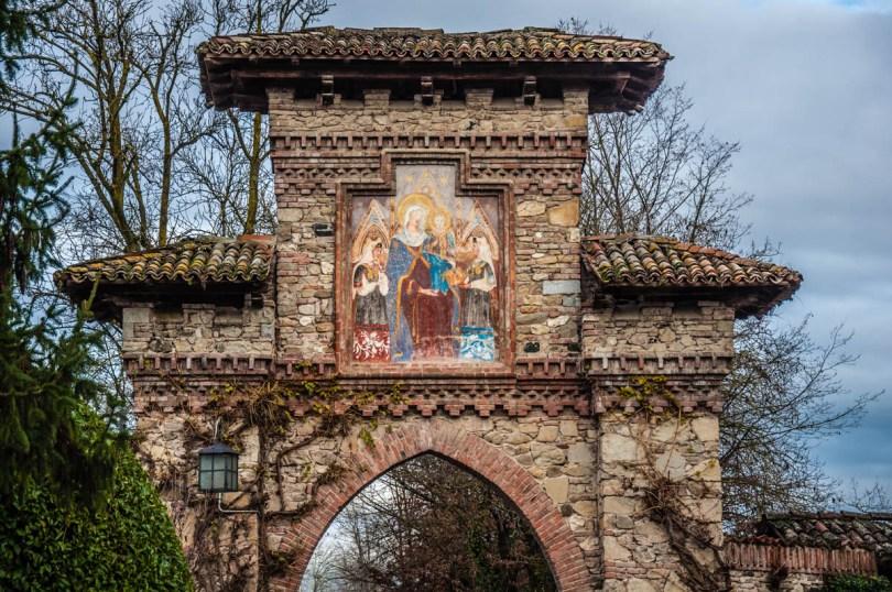 Frescoed gate - Grazzano Visconti, Province of Piacenza - Emilia-Romagna, Italy - rossiwrites.com