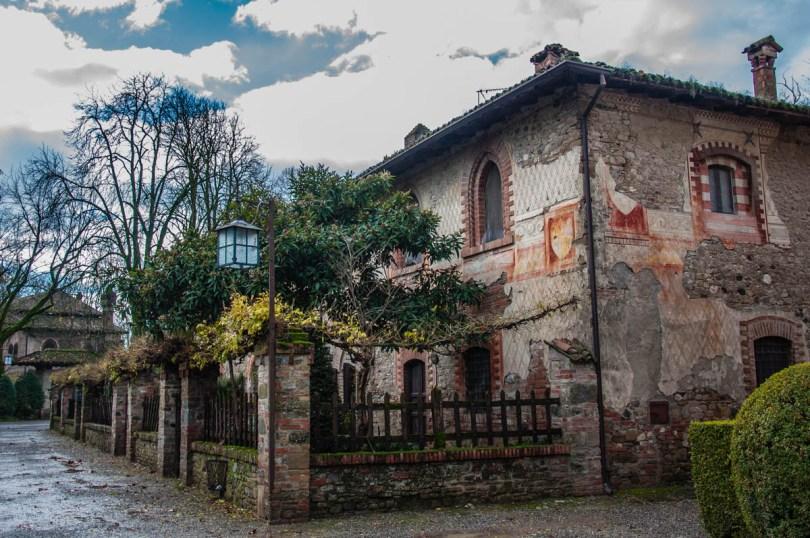 Frescoed house - Grazzano Visconti, Province of Piacenza - Emilia-Romagna, Italy - rossiwrites.com