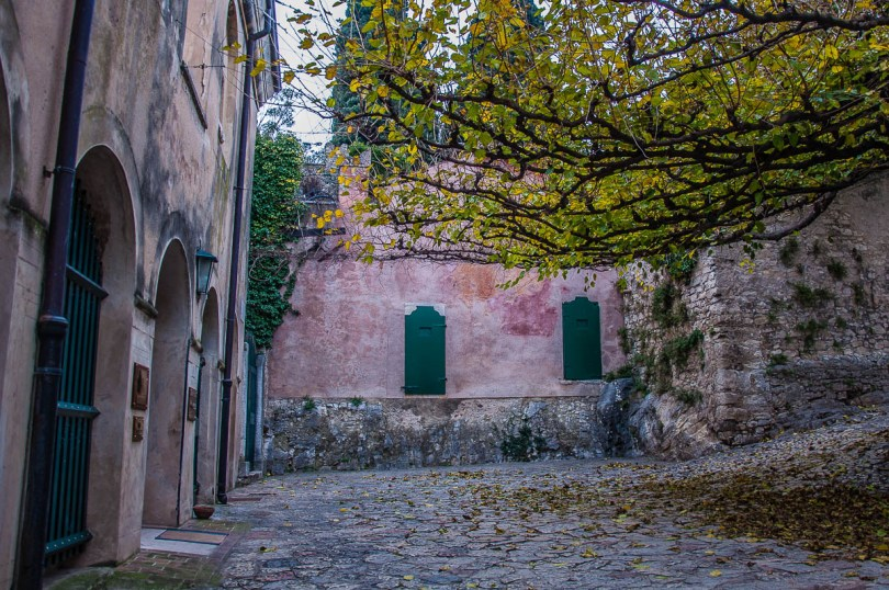 The courtyard - Punta di San Vigilio - Lake Garda, Italy - rossiwrites.com