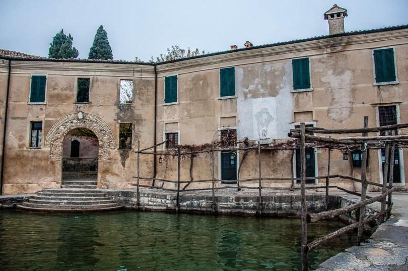 The trattoria and the small harbour - Punta di San Vigilio - Lake Garda, Italy - rossiwrites.com
