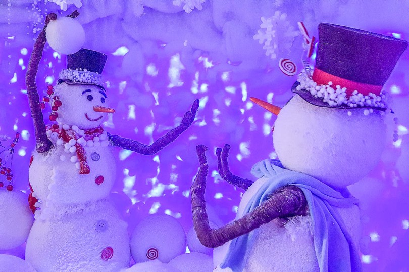 Snowmen fighting with snowballs - Christmas display - Flover - Verona, Italy - rossiwrites.com