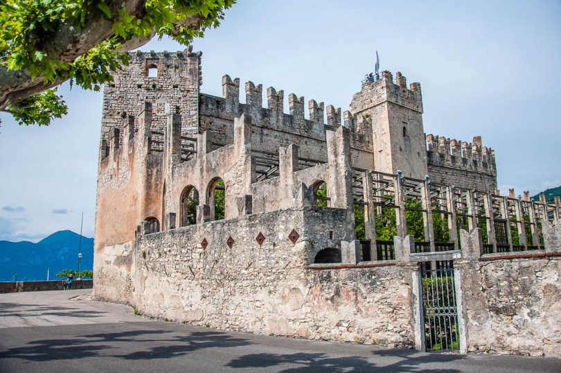 The Scaliger Castle seen from the town's promenade - Torri del Benaco, Italy - rossiwrites.com