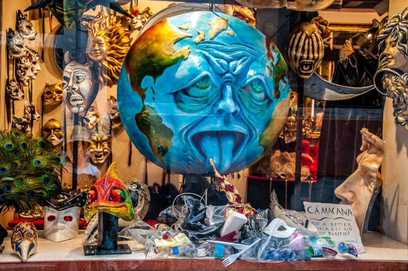 The window display of the mask-making shop Ca' Macana - Venice, Italy - rossiwrites.com