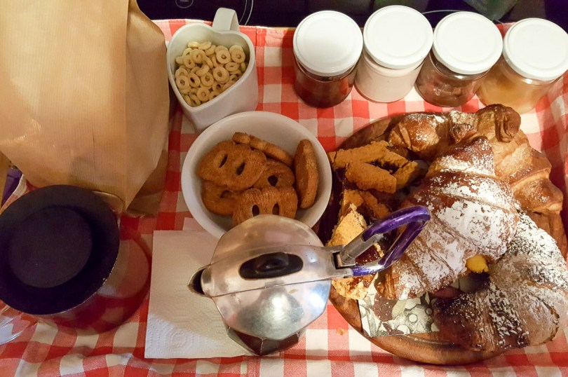 Breakfast at B&B Bivacco al Frasassi -Pierorosa, Marche, Italy - rossiwrites.com
