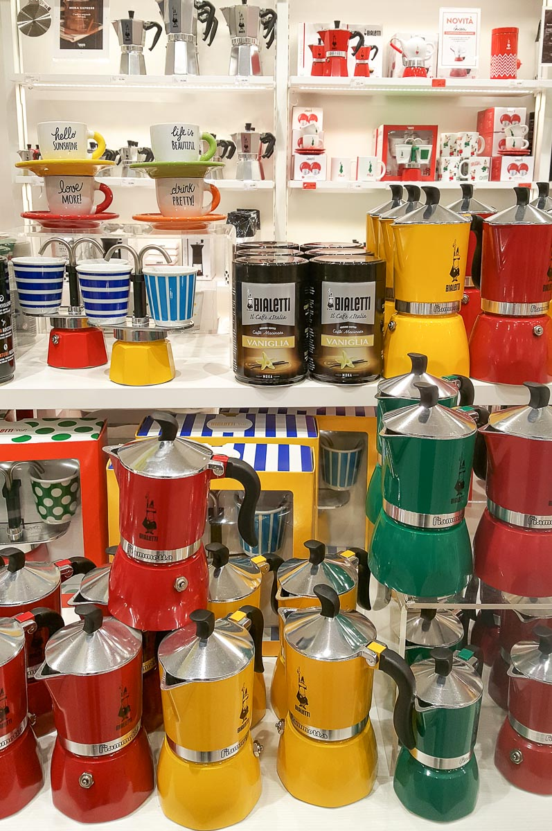 Display with colourful Bialetti Moka pots - Vicenza, Italy - rossiwrites.com