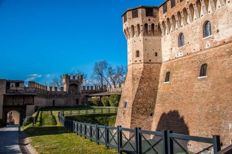 Gradara Castle with the surrounding defensive wall - Gradara, Italy - rossiwrites.com