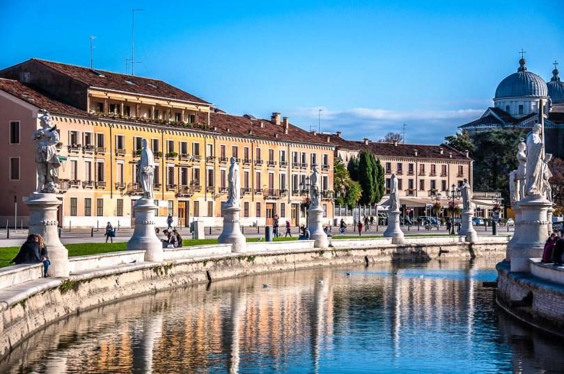 The elliptical canal of Prato della Valle - Padua, Italy - rossiwrites.com