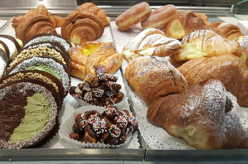 A window display with breakfast cakes and pastries in an Italian patisserie - Marche, Italy - rossiwrites.com