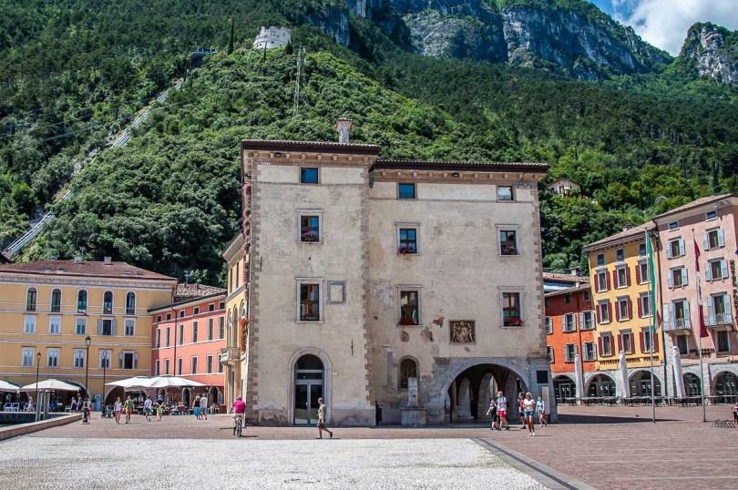 Piazza III Novembre with the Palazzo Municipale - Riva del Garda, Italy - rossiwrites.com