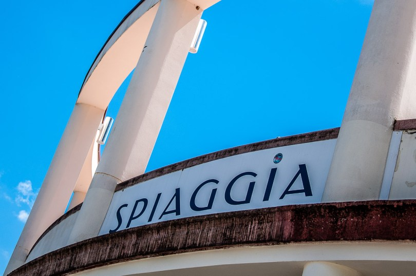 The entrance of the Spiaggia dei Olivi - Riva del Garda, Italy - rossiwrites.com