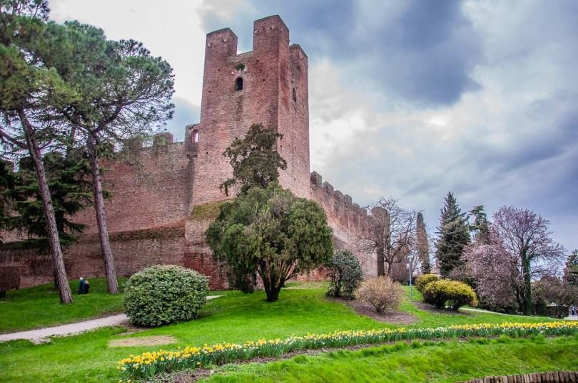 The defensive walls of Castelfranco Veneto - Veneto, Italy - rossiwrites.com