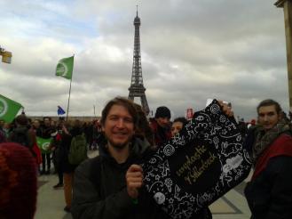 Am Rande der Klimakonferenz in Paris mit der Tasche von Unplastic Billerbeck.
