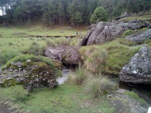 Un riachuelo que corría en el valle