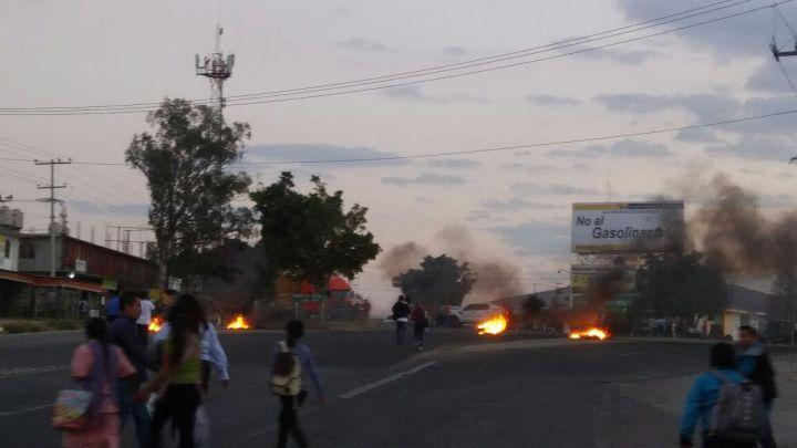 Con bloqueo, habitantes de San Juan Chilateca piden se respete a su edil
