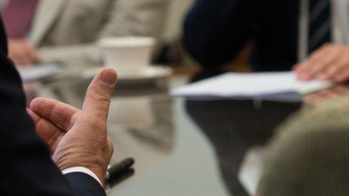 Prohíben a patrones acordar o pactar con otros empresarios, no contratar a un trabajador o deportista profesional