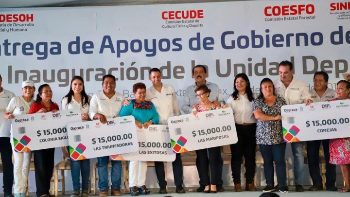 Entrega el gobernador más de 51 mdp en obras y apoyos para Tuxtepec