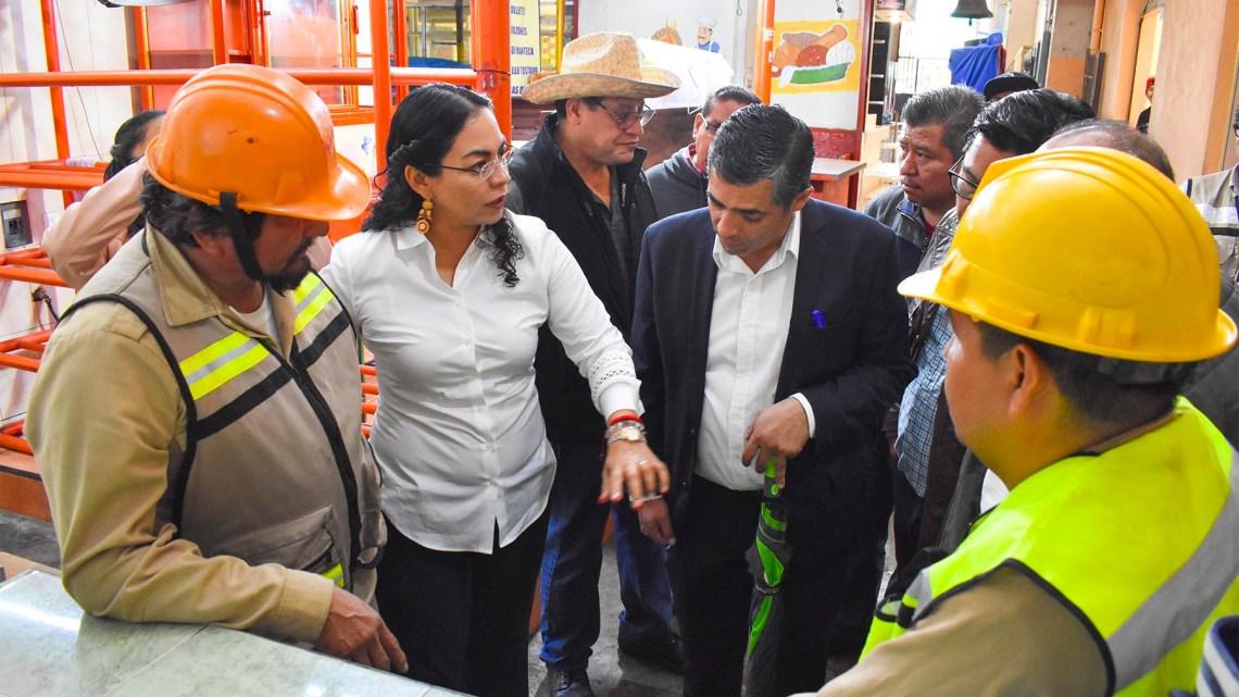 Realiza SAPAO acciones de desazolve y limpieza de  la red sanitaria del mercado 20 de Noviembre