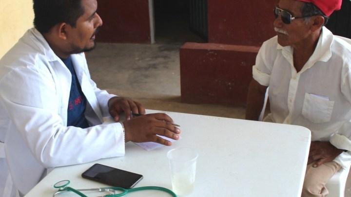 Consultas médicas gratuitas en comunidades de la Costa